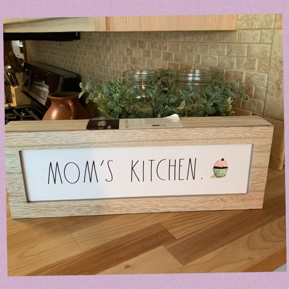 "RAE DUNN ""MOM'S KITCHEN"" LL WITH CUPCAKE WOOD SIGN"